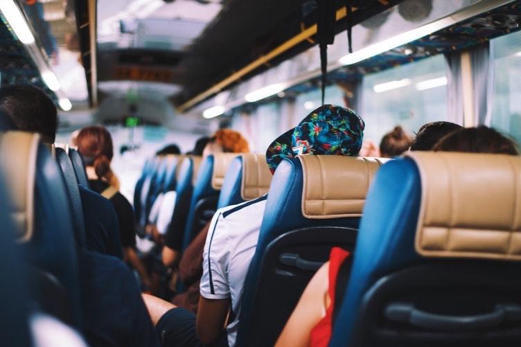 bus viaja sola