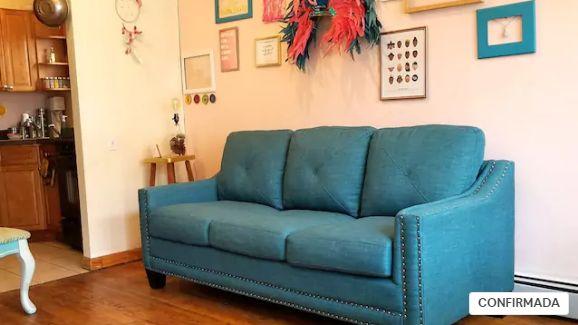 sofa airbnb como viajar sola